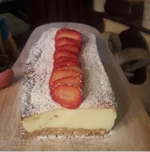 עוגת גבינה- כזו שגורמת לעצום עיניים ולהתענג עם חיוך נוסטלגי בכל ביס…