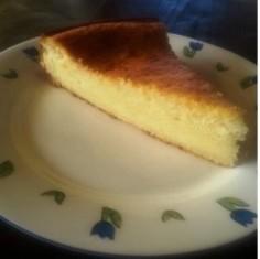עוגת גבינה בטעם ווניל עם ניחוח נדיר של ימי תום. בכל ביס חבוי זכרון ילדות של כל אחת ואחד מאיתנו.