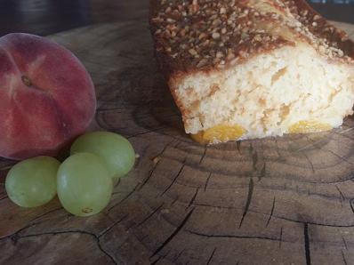שוב בחושה קלי קלות והפעם עוגת אפרסקים מושלמת ברמות על.