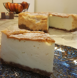 עוגת גבינה אפויה גבוהה וטעימה בטרוף